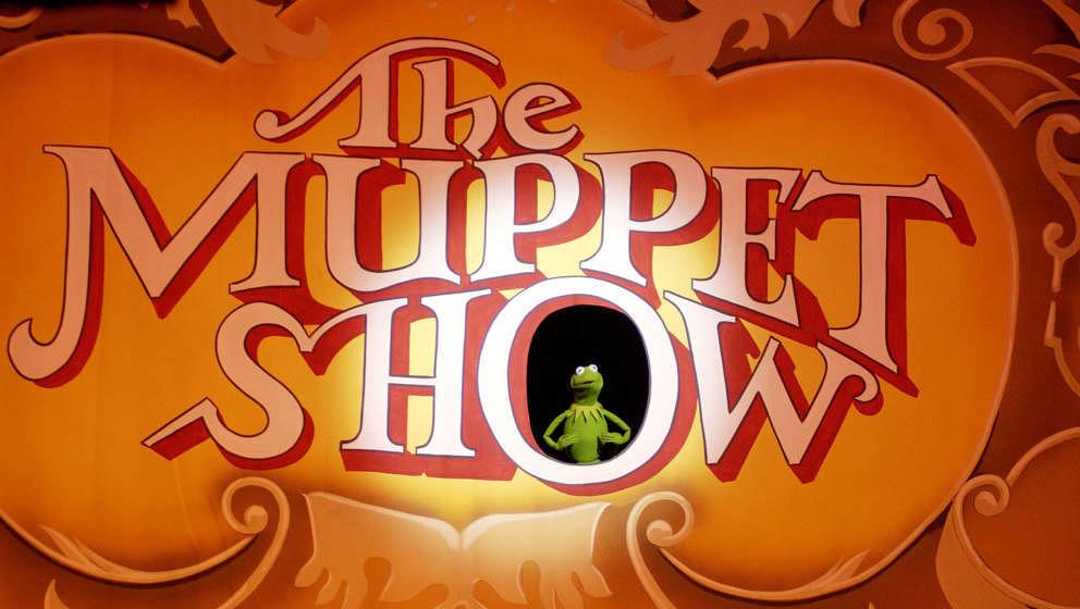 Kermit der Frosch tritt während des 25-jährigen Jubiläums der Muppet Show im Palace Theater in Hollywood auf.