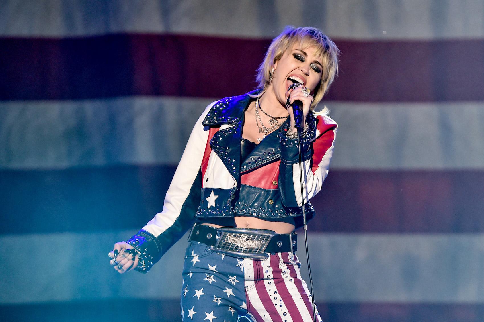 Miley Cyrus kündigt Auftritt beim Super Bowl 2021 an