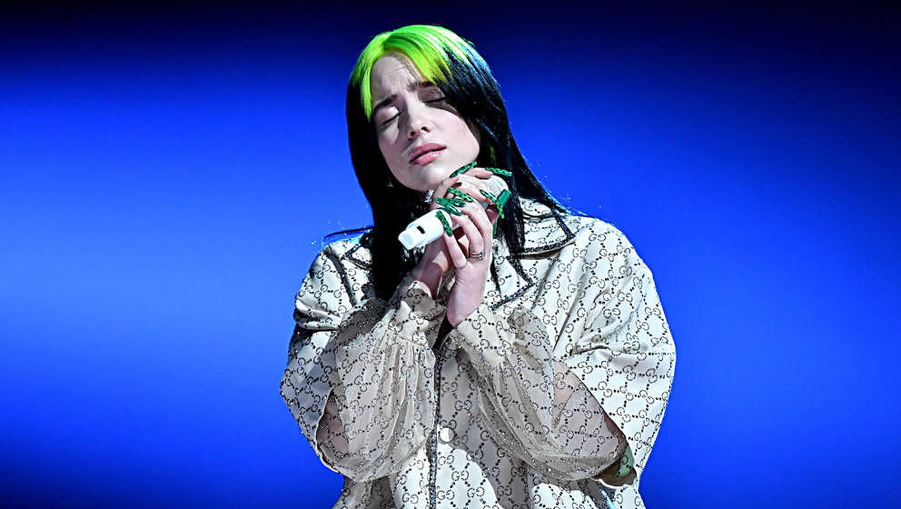 LOS ANGELES, CALIFORNIA - JANUARY 26: Billie Eilish performs onstage during the 62nd Annual GRAMMY Awards at STAPLES Center o