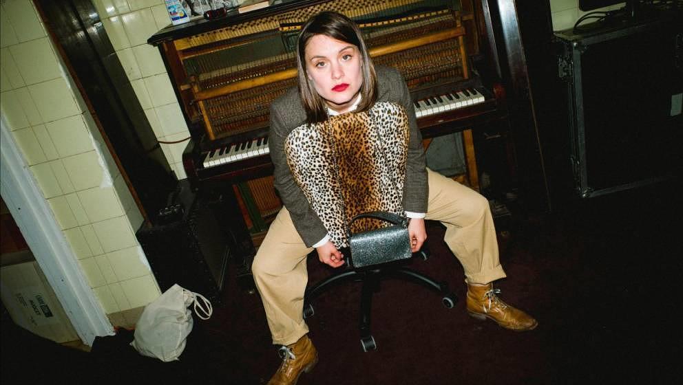 Sophia Kennedy gibt einen Vorgeschmack auf ihr kommendes Album MONSTERS.