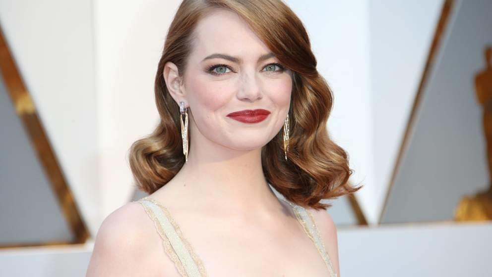 HOLLYWOOD, CA - FEBRUARY 26: Actress Emma Stone arrives at the 89th Annual Academy Awards at Hollywood & Highland Center