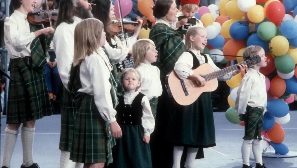 Musikgruppe 'Kelly Family' mit Familien-Oberhaupt und Vater Dan Kelly (2.Reihe, 2.v.li., mit Bart), Mutter Barbara-Ann Kelly