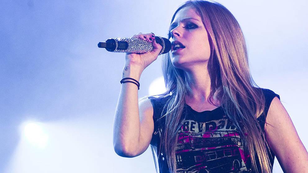 LA COURNEUVE, FRANCE - SEPTEMBER 16: Avril Lavigne performs live on day 1 of La Fete de l'Humanite on September 16, 2011 in L