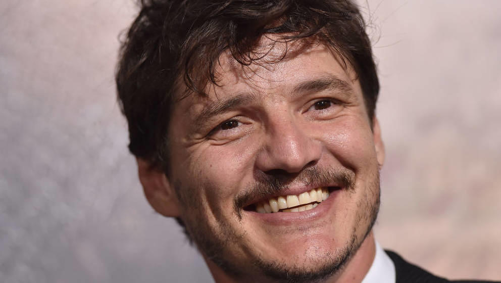 HOLLYWOOD, CA - FEBRUARY 15:  Actor Pedro Pascal arrives at the premiere of Universal Pictures' 'The Great Wall' at TCL Chine
