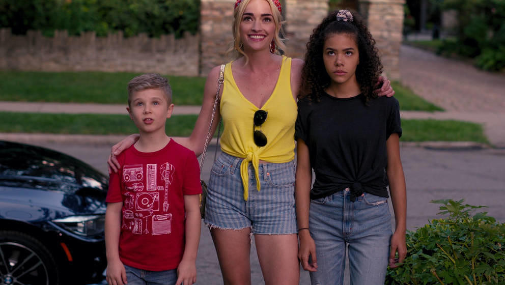 GINNY & GEORGIA (L to R) DIESEL LA TORRACA as AUSTIN, BRIANNE HOWEY as GEORGIA, and ANTONIA GENTRY as GINNY in episode 10