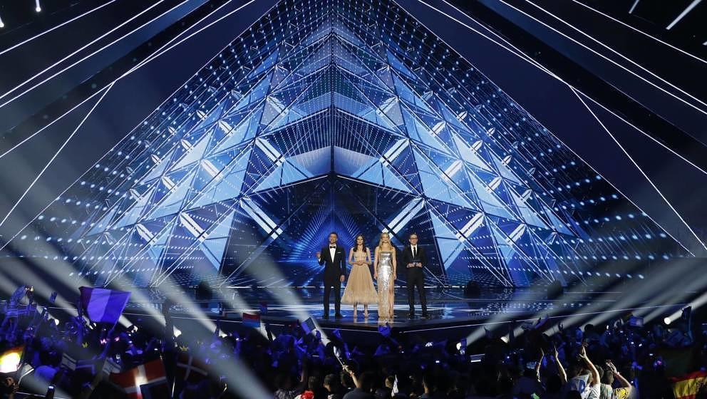 ESC-Hosts Assi Azar, Lucy Ayoub, Bar Refaeli und Erez Tal während des 64. Eurovision Songcontests 2019 in Tel Aviv, Israel.