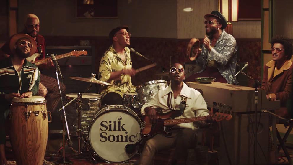 Bruno Mars und Anderson .Paak in ihrem neuen Musikvideo als Silk Sonic.