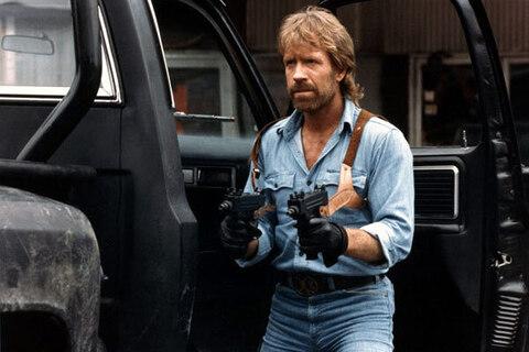 Der Hype um Chuck Norris ist angesichts seiner problematischen Äußerungen ziemlich daneben.