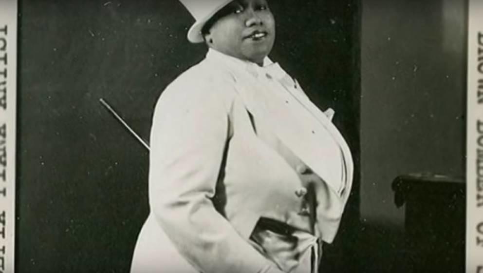 Die Bluessängerin und Entertainerin Gladys Bentley trat in den 1930er Jahren ausschließlich in Smoking und Zylinder auf.