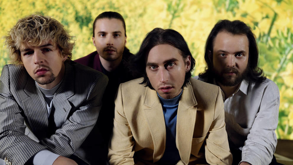 Die Wiener Band Bilderbuch meldet sich mit zwei neuen Singles zurück.