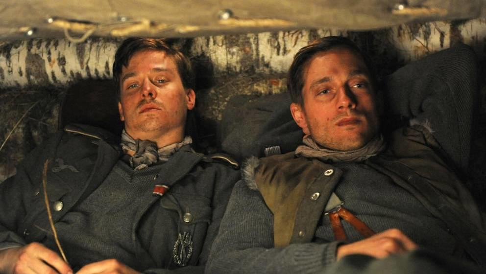 Tom Schilling und Volker Bruch als Wilhelm und Friedhelm Winter