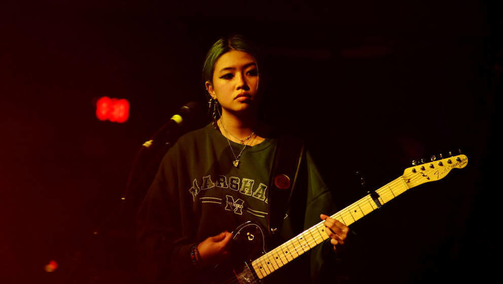 FORT LAUDERDALE, FL - OCTOBER 28:  Filipino-British indie artist Beabadoobee performs on stage as the opening act during Clai