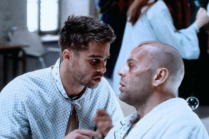 """Brad Pitt und Bruce Willis in """"12 Monkeys""""."""