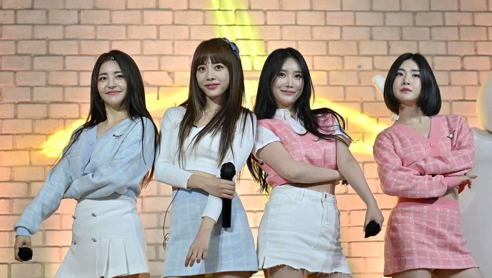 Die Brave Girls am 27. März 2021 während eines YouTube-Livestreams.