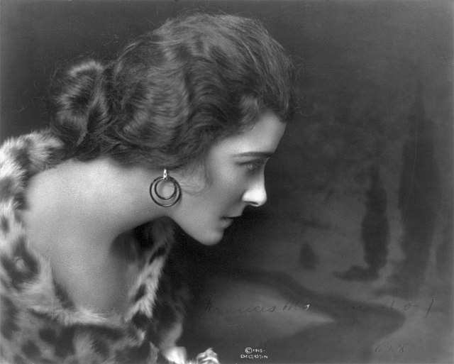 Ein Portrait von Frances Marion aus dem Jahr 1915.