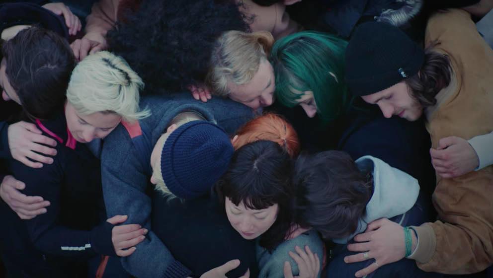 """Screenshot aus Oehls neuem Musikvideo zur Single """"Arbeit"""""""