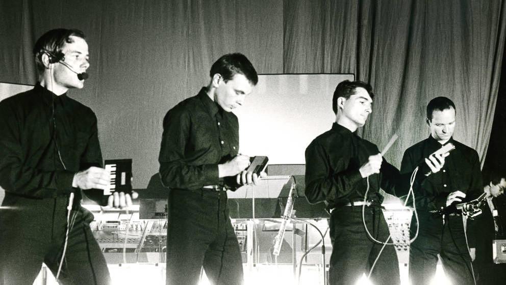 Ralf Hütter, Florian Schneider, Wolfgang Flur, Karl Bartos, Kraftwerk, live in Brüssel, 07/06/1981.