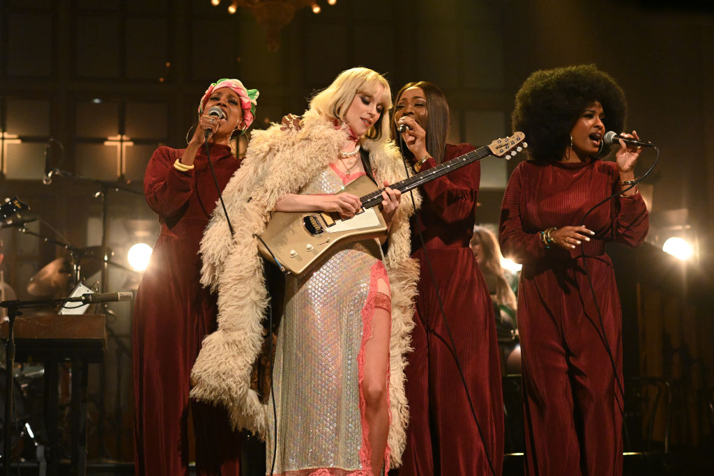 SATURDAY NIGHT LIVE -- 'Daniel Kaluuya' Episode 1801 -- Pictured: Musical guest St. Vincent performs on Saturday, April 3, 20
