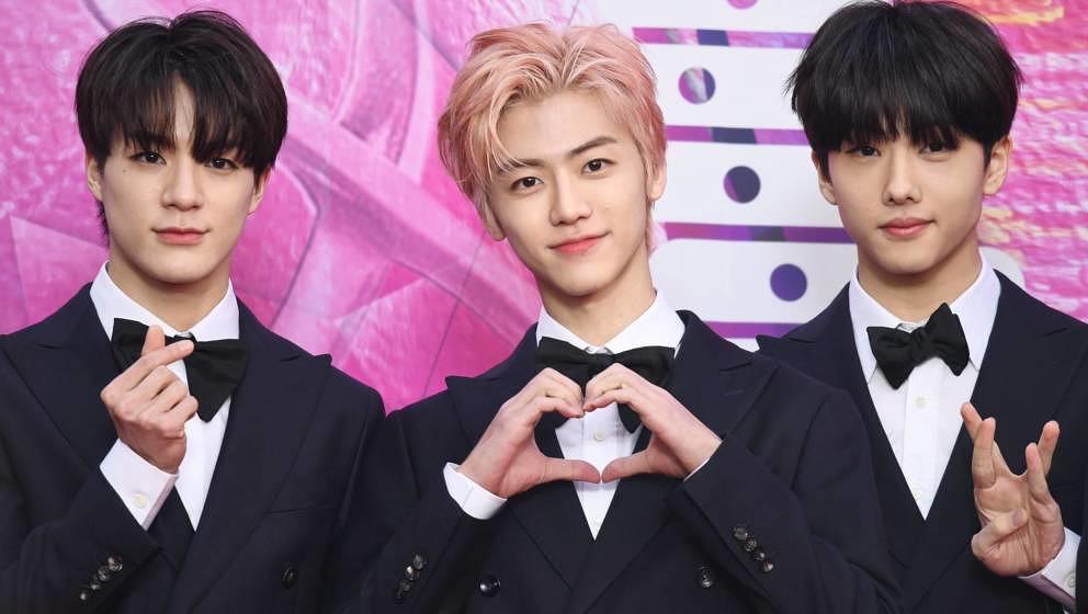 Drei Mitglieder der K-Pop-Boygroup NCT Dream.