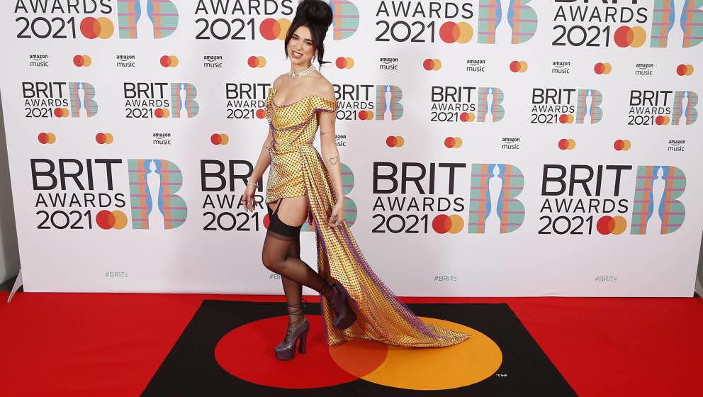 Dua Lipa auf dem roten Teppich bei den Brit-Awards am 11. Mai 2021 in London.