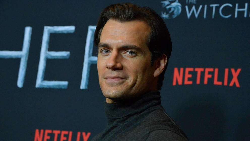 LOS ANGELES, CALIFORNIA - DECEMBER 03: Henry Cavill attends Netflix The Witcher LA Fan Experience at the Egyptian Theatre on