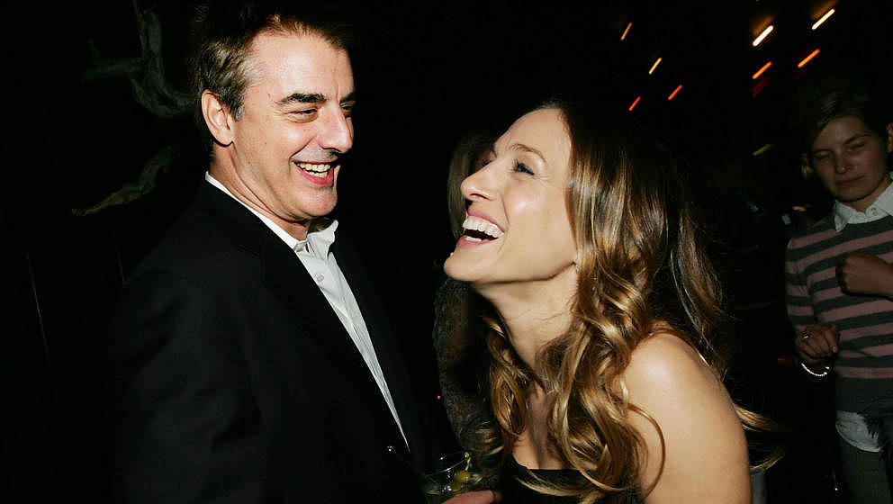 NEW YORK - NOVEMBER 07:  (HOLLYWOOD REPORTER OUT US TABS OUT)  Actress Sarah Jessica Parker chats with actor Chris Noth at an