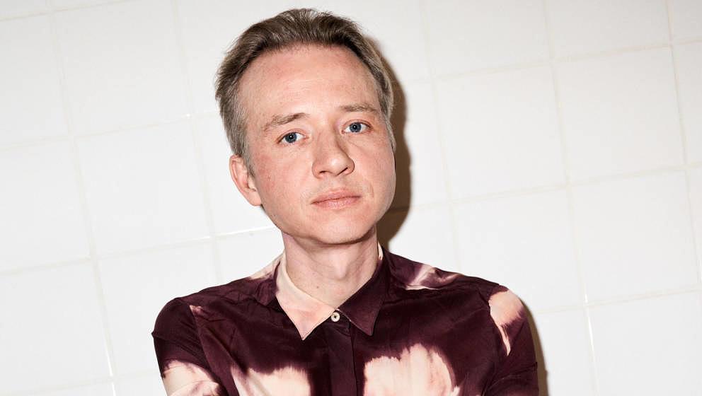 """Alexander Winkelmann veröffentlicht sein Debütalbum """"Danke der Nachfrage"""" am 08. Oktober."""