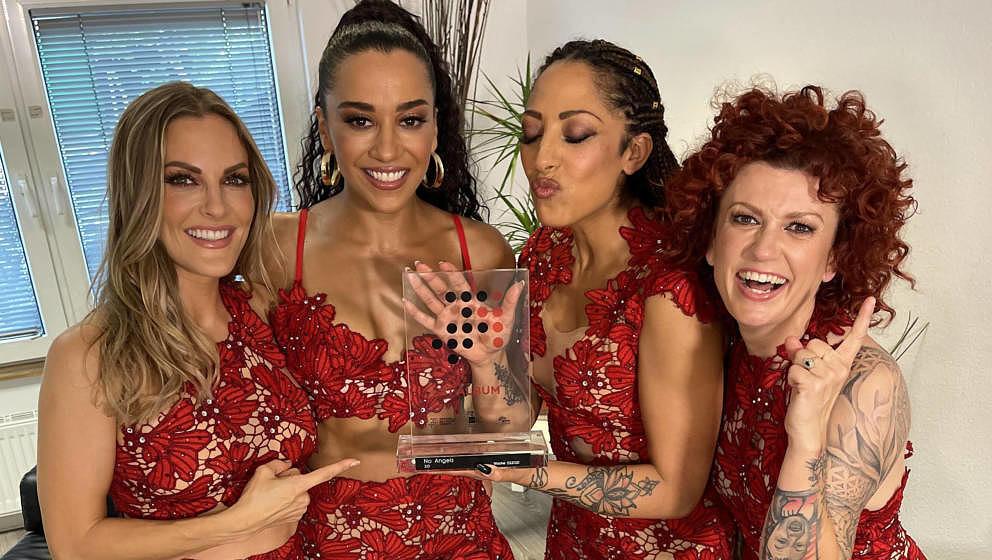 Die No Angels mit ihrem Chart-Award.