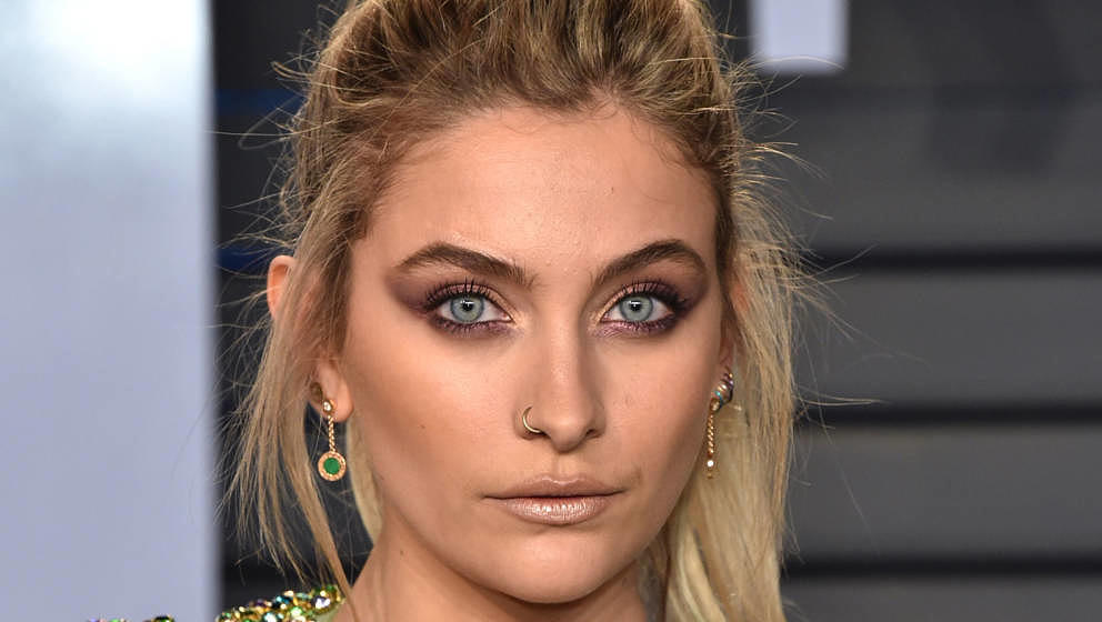 BEVERLY HILLS, CA - MARCH 04:  Actress Paris Jackson attends the 2018 Vanity Fair Oscar Party hosted by Radhika Jones at Wall