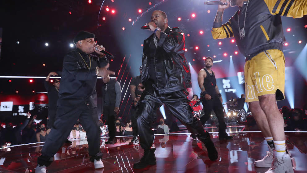 LOS ANGELES, CALIFORNIA - JUNE 27: (L-R) Spliff Star, Busta Rhymes, Method Man, and Swizz Beatz perform onstage at the BET Aw