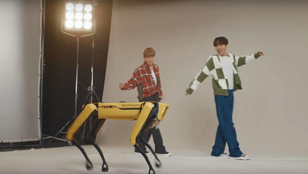 BTS mit Robo Dog