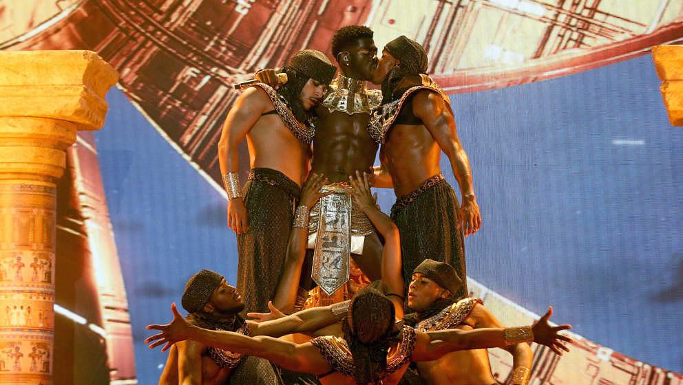Lil Nas X und Tanztrupp bei den BET Awards 2021
