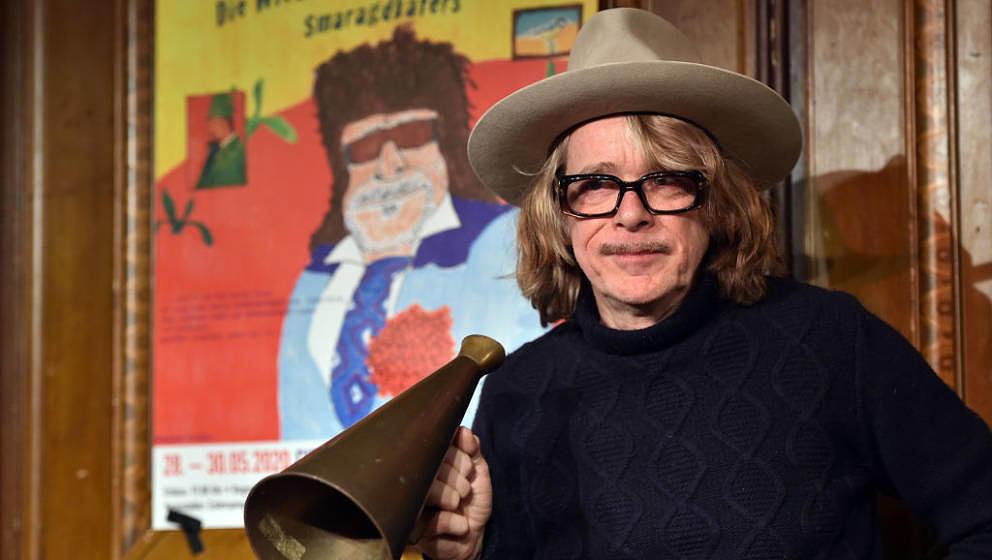 MUNICH, GERMANY - NOVEMBER 28: Comedian Helge Schneider performs during the press conference for 'Die Wiederkehr des blaugrü
