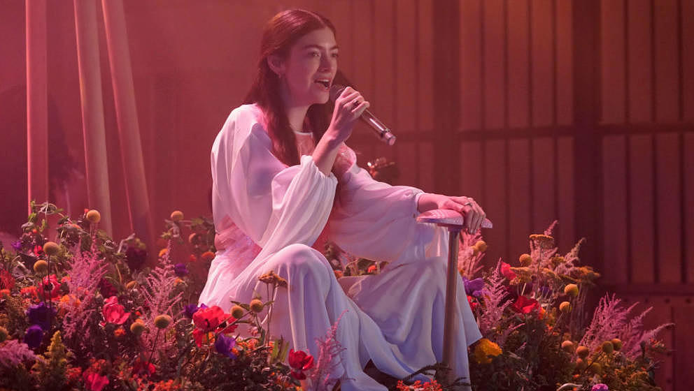 LATE NIGHT WITH SETH MEYERS -- Episode 1173A -- Pictured: Musical guest Lorde performs on July 21, 2021 -- (Photo by: Lloyd B