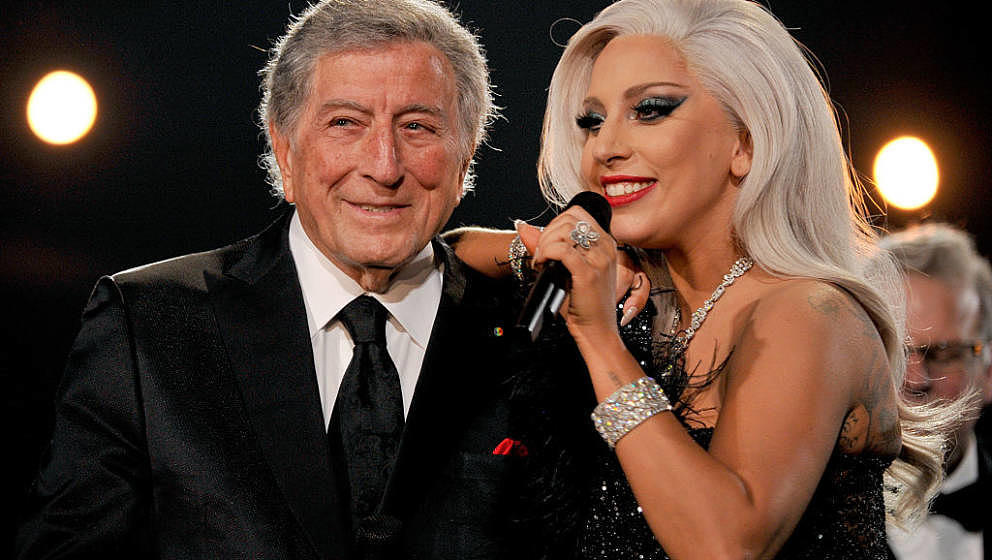LOS ANGELES, CA - FEBRUARY 08:  Recording artists Lady Gaga (R) and Tony Bennett perform onstage during The 57th Annual GRAMM