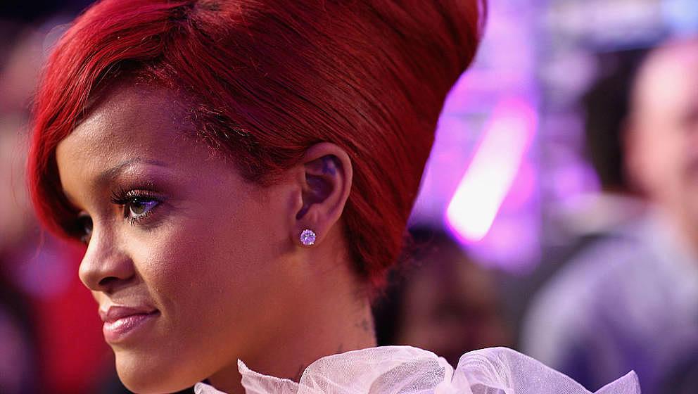 MADRID, SPAIN - NOVEMBER 07: Rihanna attends the MTV Europe Awards 2010 at the La Caja Magica on November 7, 2010 in Madrid,