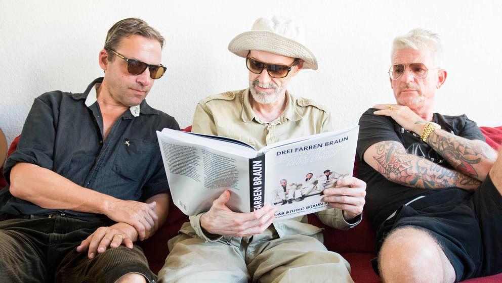 Die Künstler des Trios 'Studio Braun', Rocko Schamoni (l-r, bürgerlich Tobias Albrecht), Jacques Palminger (bürgerlich Hei
