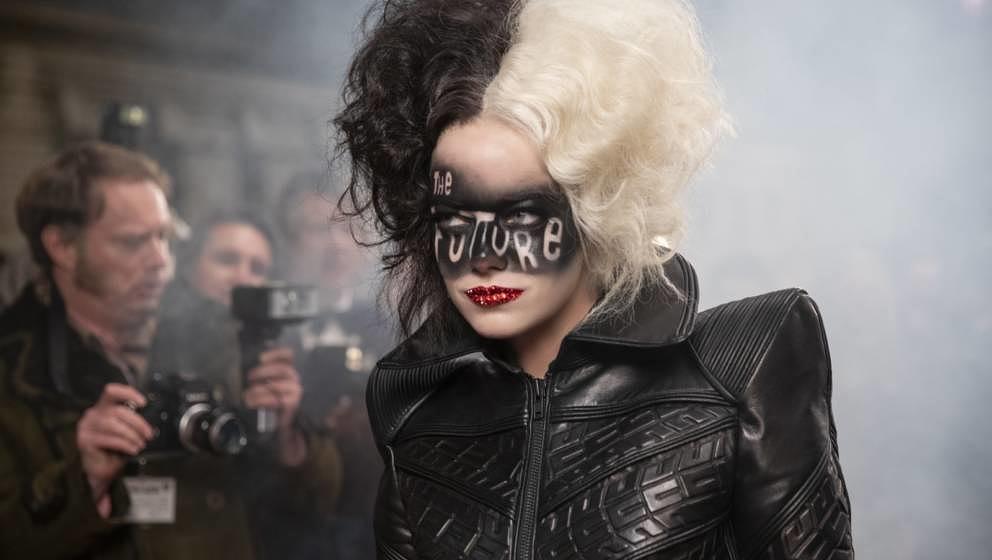 "Emma Stone als Cruella De Vil in der Disney-Neuverfilmung ""Cruella"" (2021)."