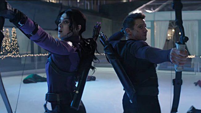 Hailee Steinfeld und Jeremy Renner in (und als?) 'Hawkeye'.