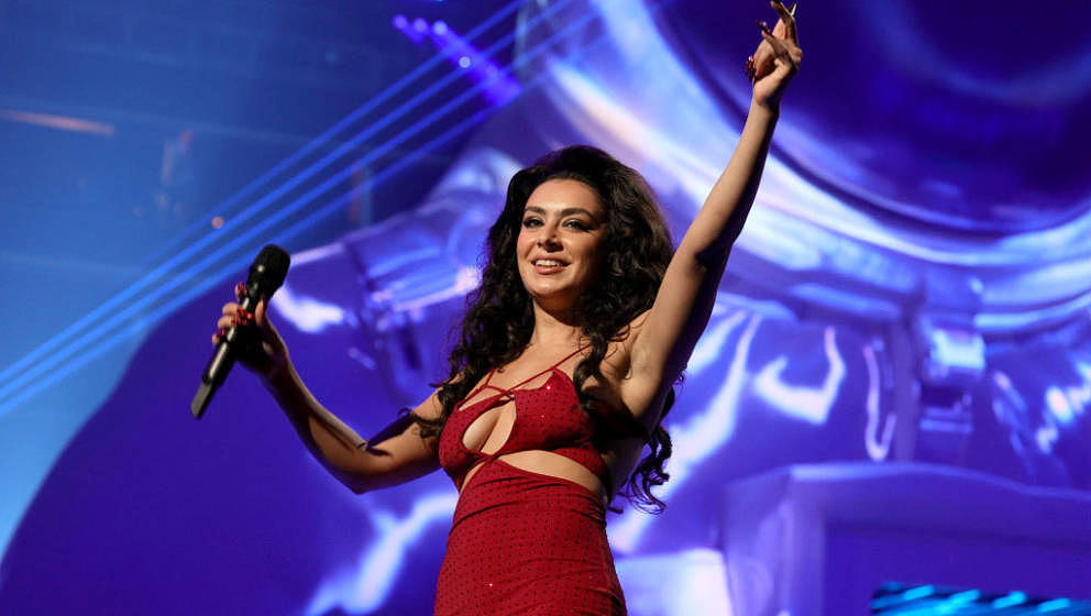 NEW YORK, NEW YORK - SEPTEMBER 12: Charli XCX speaks onstage during the 2021 MTV Video Music Awards at Barclays Center on Sep