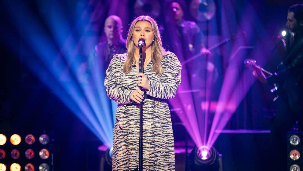 """Kelly Clarkson singt regelmäßig in ihrer """"The Kelly Clarkson Show"""" im US-Fernsehen"""