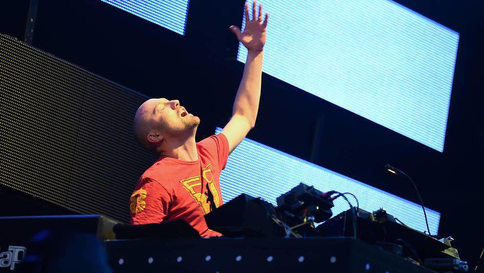 Paul Kalkbrenner legt am 10.09.2016 auf dem Musikfestival Lollapalooza in Berlin auf. Foto: Britta Pedersen/dpa ++ +++ dpa-Bi
