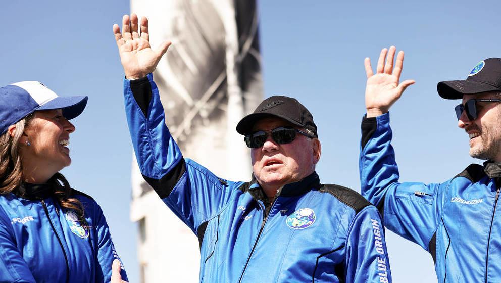 VAN HORN, TEXAS - OCTOBER 13: (L-R) Blue Origins vice president of mission and flight operations Audrey Powers, Star Trek act