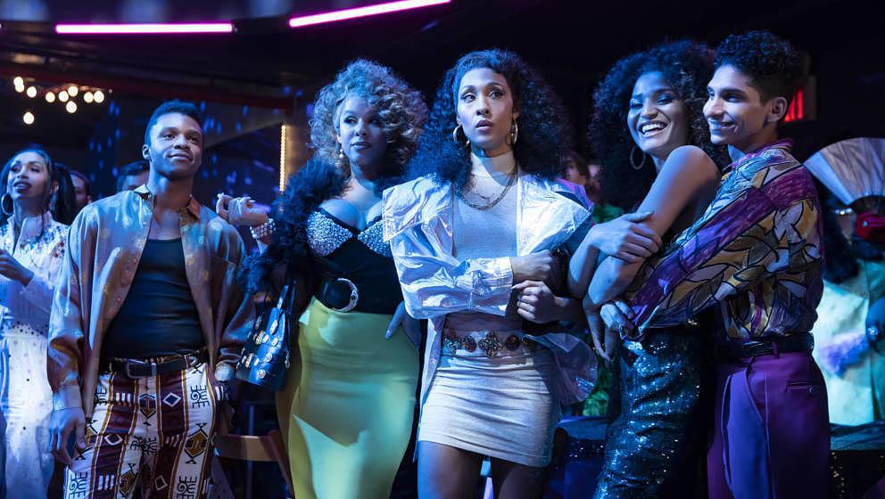 "Kostümparty im Ballroom: Szene aus ""Pose"""