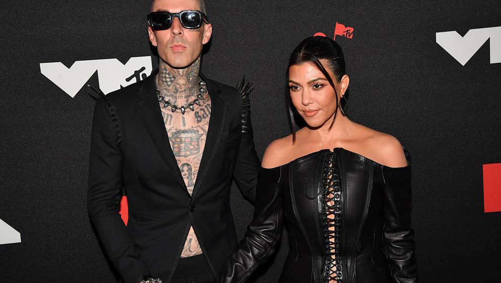 Travis Barker und Kourtney Kardashian bei den 2021 MTV Video Music Awards im Barclays Center am 12. September 2021.