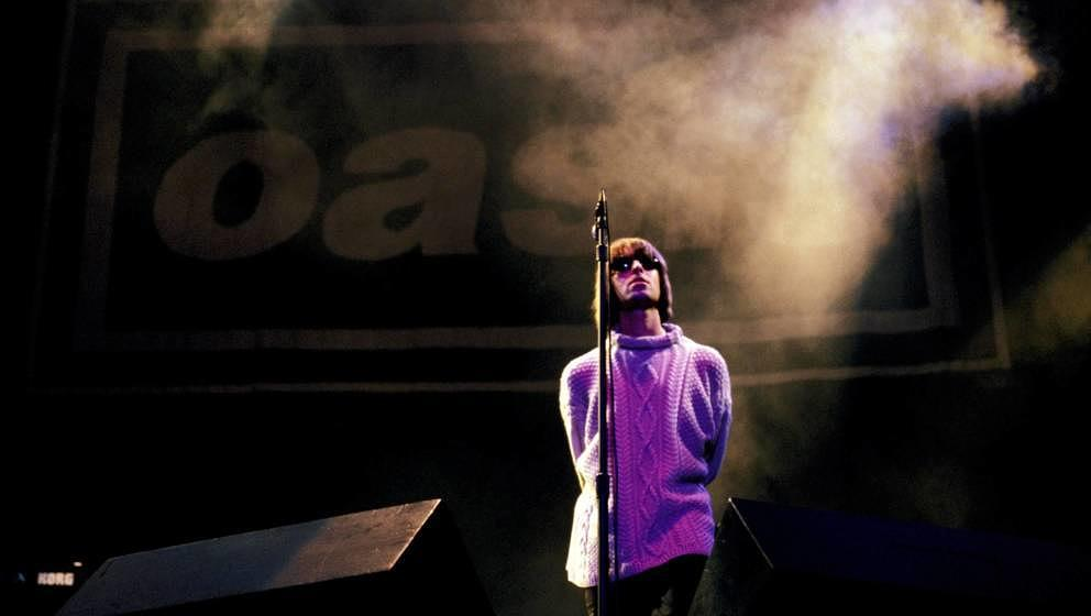 UNITED KINGDOM - AUGUST 01:  KNEBWORTH  Photo of Liam GALLAGHER and OASIS, Liam Gallagher performing live onstage, with Oasis